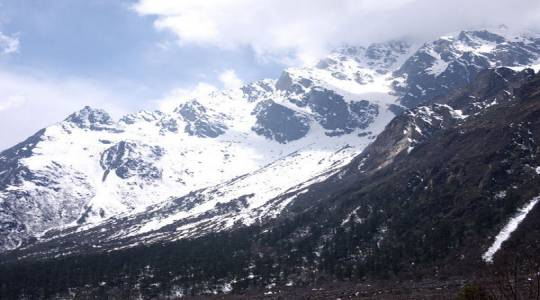 71847-Sikkim_Lachung_Snow-covered-Lachung.jpg